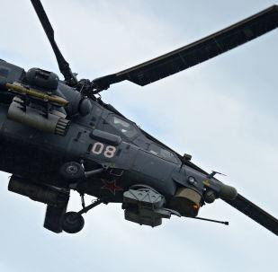"""Śmigłowiec Mi-28 """"Nocny myśliwy"""" podczas ogólnorosyjskiego etapu międzynarodowych zawodów lotniczych Aviadarts-2016 na poligonie doświadczalnym Czauda Sił Powietrzno-Kosmicznych Rosji pod Teodozją na Krymie."""