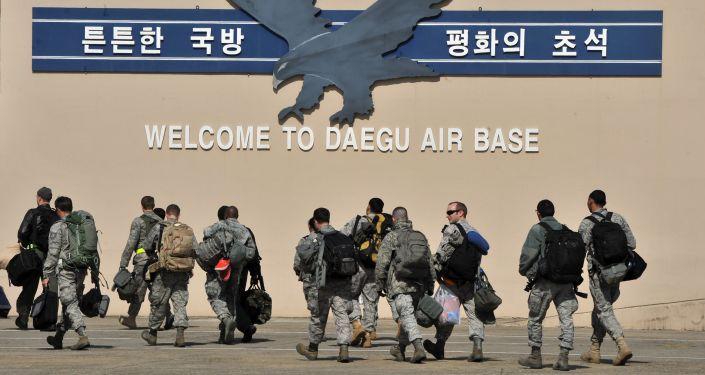 """Amerykańscy wojskowi w bazie """"Kadena"""" w Japonii"""