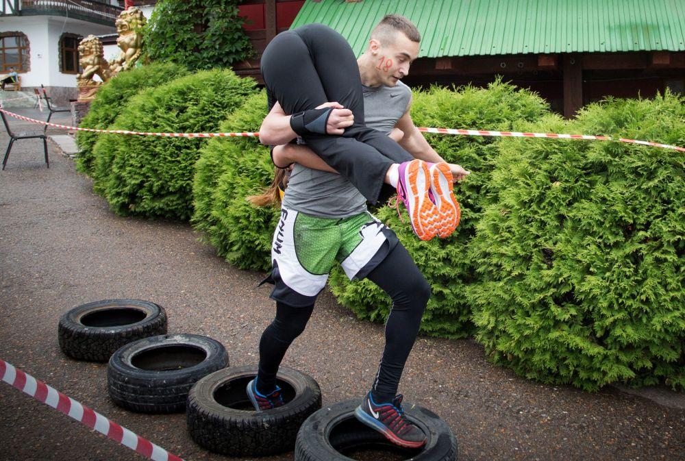 Mistrzostwa w Noszeniu Żon w Ufie.