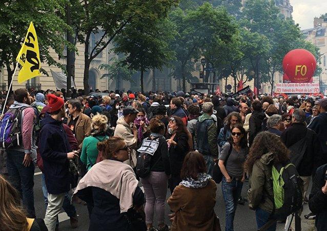Protesty przeciwko reformie prawa pracy. Paryż.