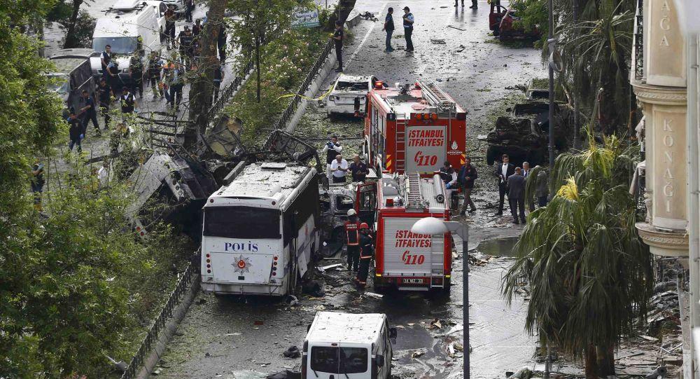 Straż pożarna i policja na miejscu wybuchu w Stambule