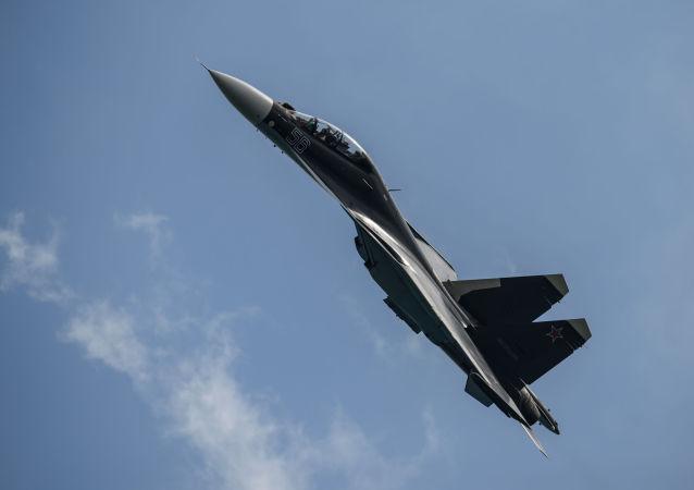 Myśliwiec Su-30SM na międzynarodowej wystawie Gidroawiasalon 2014 w Gelendżyku