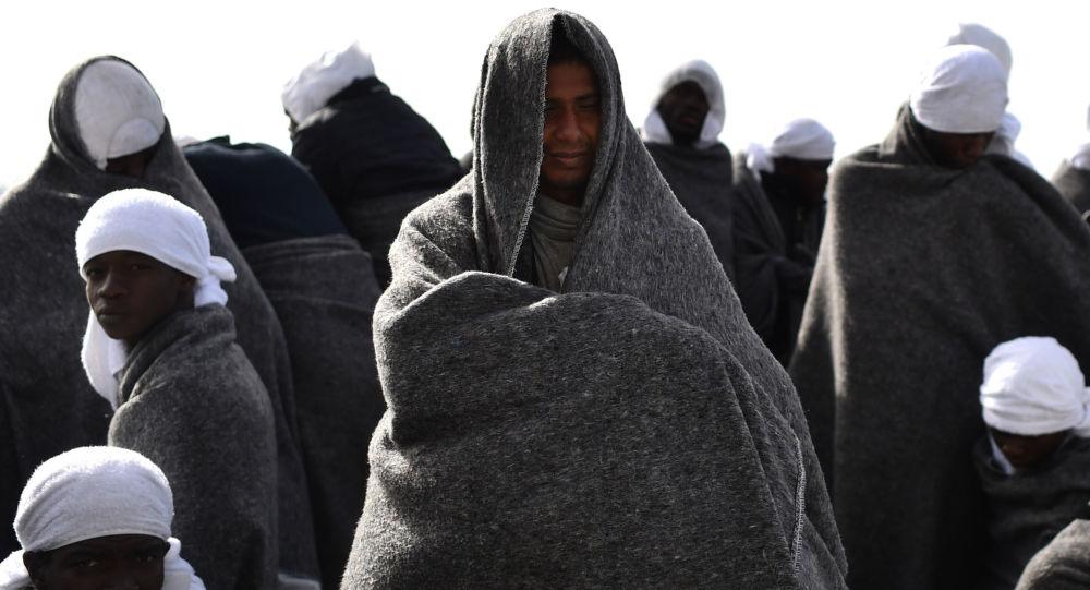 Uchodźcy we włoskim porcie Cagliari