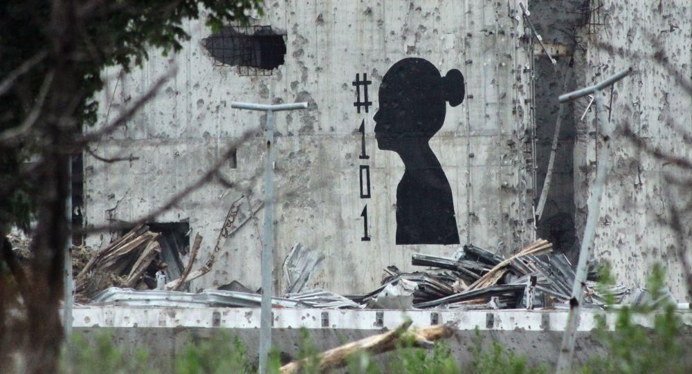 Grafiti na murze zniszczonego lotniska w Doniecku, symbolizujące dzieci, które zginęły podczas konfliktu w Donbasie