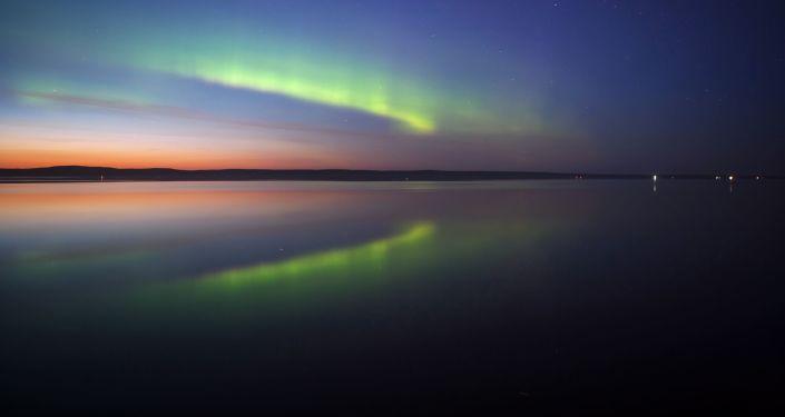 Pod koniec sierpnia w Karelii można zobaczyć pełne zaćmienie, spowodowane mijającymi białymi nocami, a także wzmożone świecenie księżyca i gwiazd na niebie.
