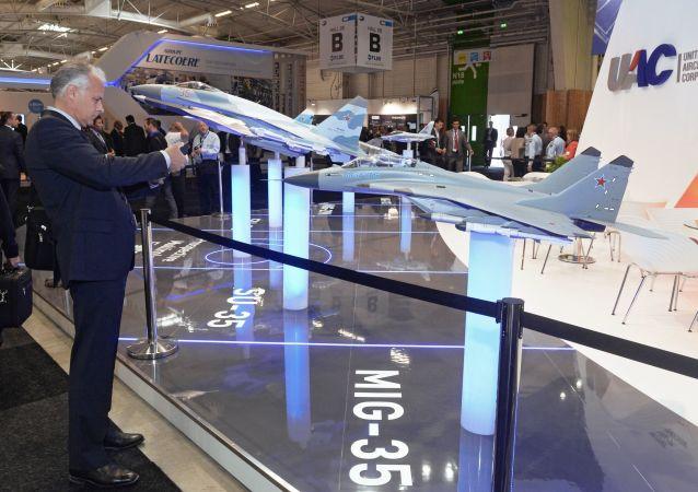Stanowisko Połączonej Korporacji Budownictwa Lotniczego na Międzynarodowej Wystawie Paris Air Show Le Bourget 2015