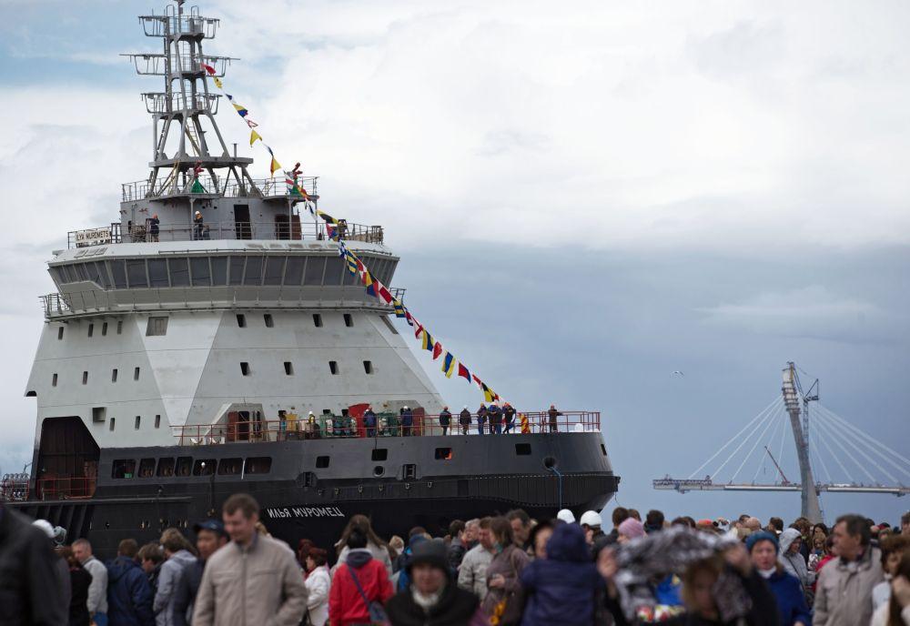 """Pierwszy od 45 lat lodołamacz dla Marynarki Wojennej FR """"Ilja Muromiec"""" został zwodowany"""