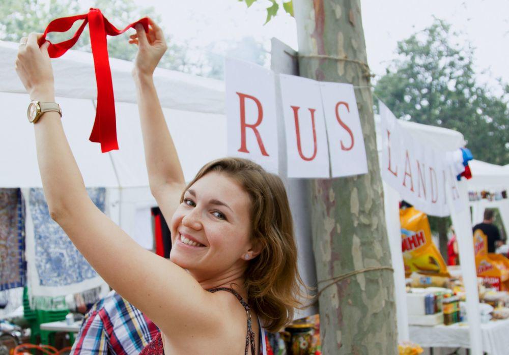 Dziewczyna podczas obchodów Dnia Rosji w Barcelonie