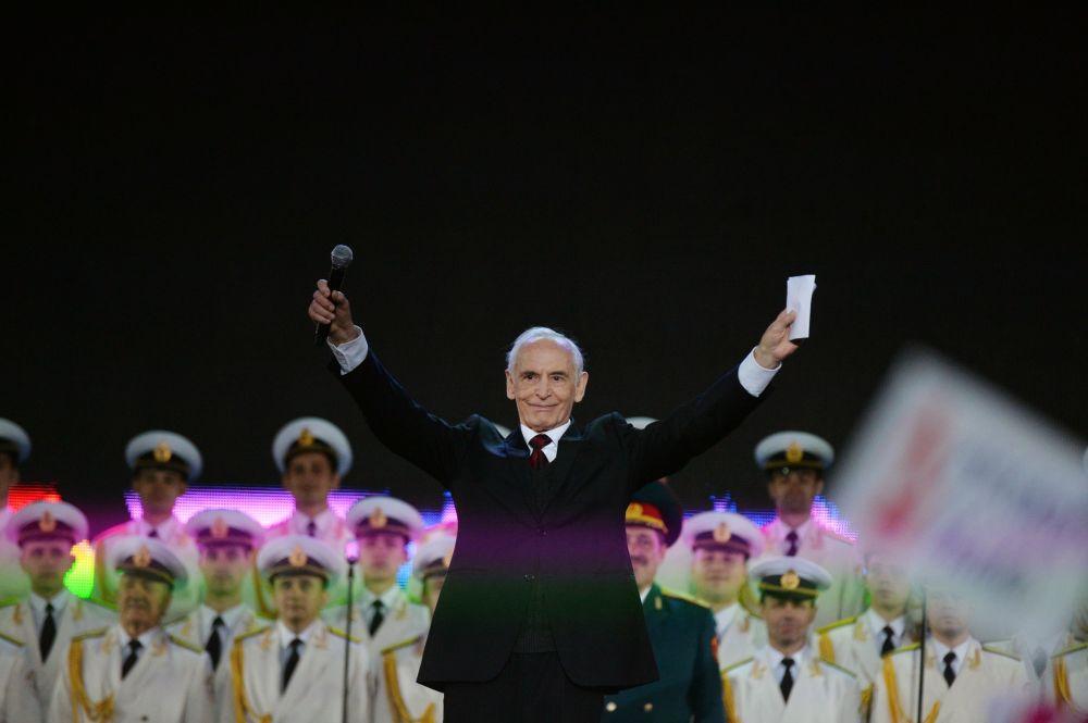 Aktor Wasylij Łanowoj podczas koncertu na placu Czerwonym