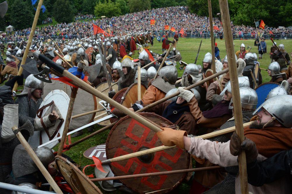 W festiwalu wzięło udział około 2,5 tys. rekonstruktorów z Rosji, Wielkiej Brytanii, Włoch, Francji, Niemiec, Polski i wielu innych krajów.