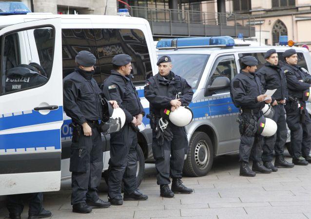 Niemieccy policjanci w Kolonii