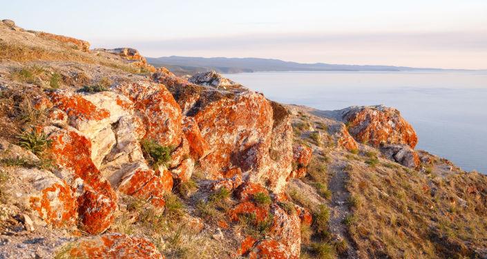Południowa część wyspy Olchon na jeziorze Bajkał i cieśnina Morza Małego