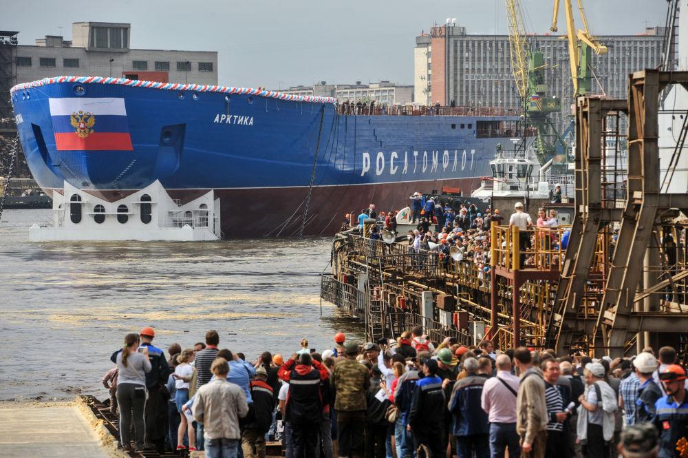 """""""Arktyka"""" będzie wiodącym okrętem projektu 22220 i da początek grupie lodołamaczy o napędzie atomowym, niezbędnych do opanowania Arktyki i umocnienia obecności Rosji w tym regionie."""