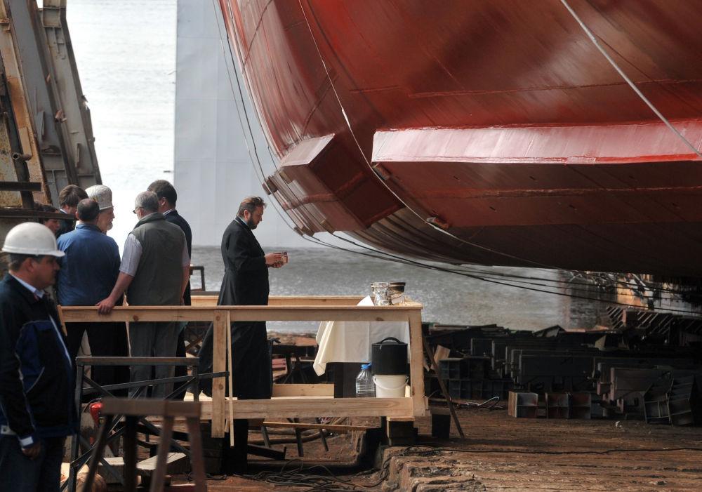 Przeor Soboru św. Mikołaja i Objawienia Pańskiego w Petersburgu poświęcił okręt.