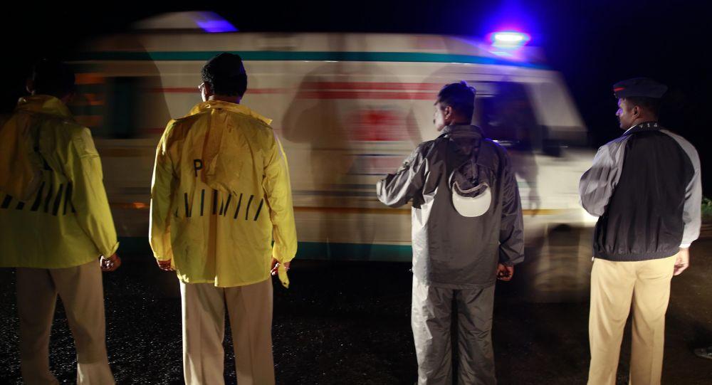 Policja i pogotowie w Indiach