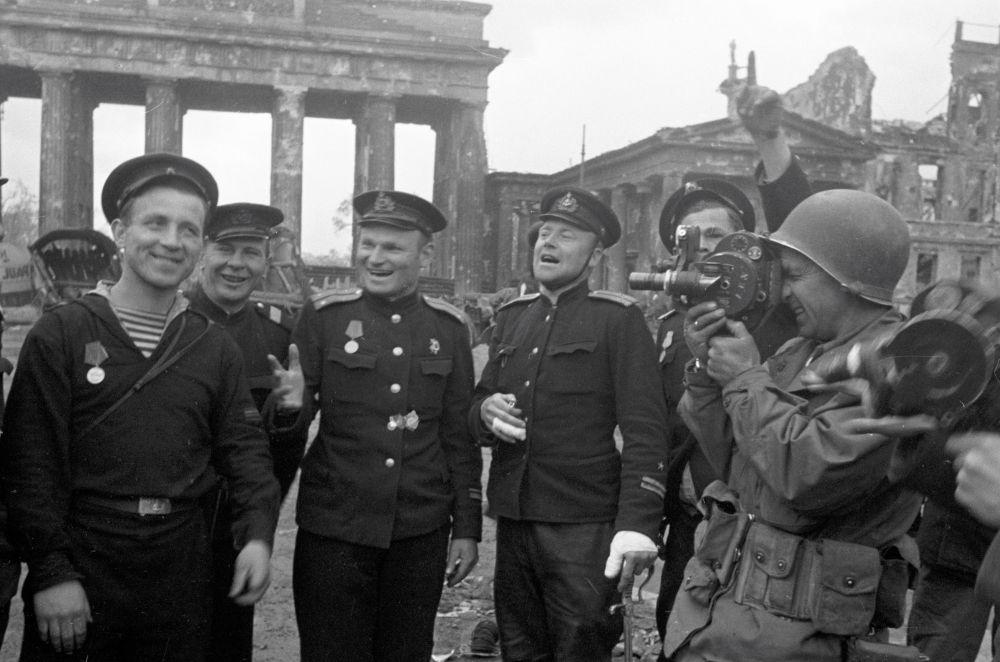 Radzieccy marynarze w Berlinie.