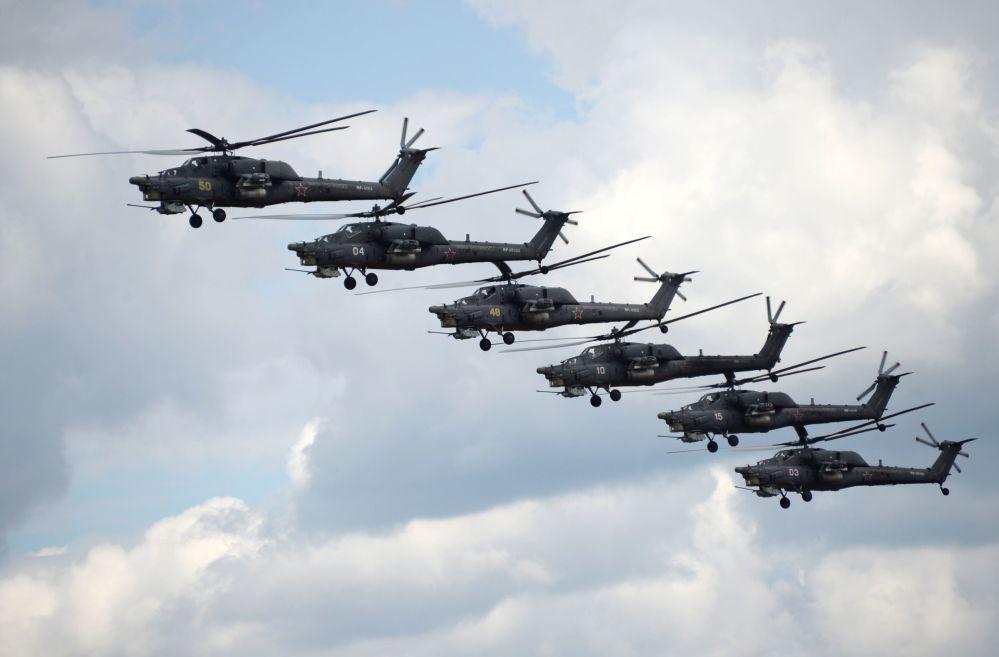 """Występy grupy pilotażowej """"Bierkut"""" na śmigłowcach Mi-28N """"Nocny łowca"""" na ogólnorosyjskim etapie międzynarodowego konkursu Aviadarts-2015 w obwodzie riazańskim"""