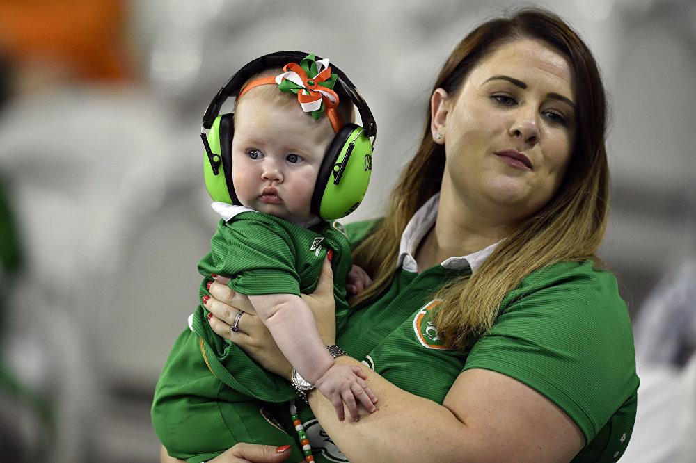Kibicka reprezentacji Irlandii z dzieckiem na Euro 2016