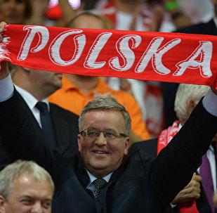 Prezydent Bronisław Komorowski podczas meczu finałowego Polska - Brazylia mistrzostw świata siatkarzy w Katowicach,  21 września 2014