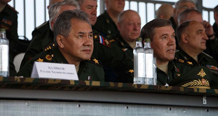 Minister obrony Rosji Siergiej Szojgu na pokazie w ramach II Międzynarodowego Forum Wojskowo-Technicznego Armia-2015
