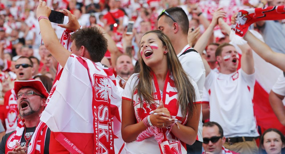 Polscy kibice przed meczem na Euro 2016.
