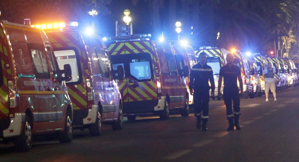 Pogotowie na miejscu aktu terrorystycznego w Nicei.