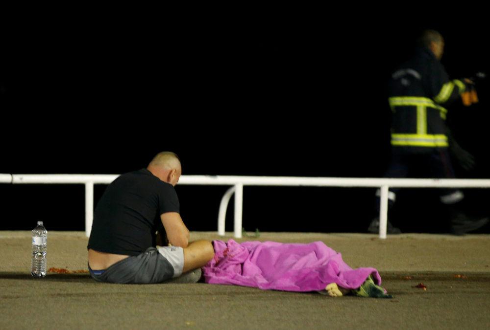 """""""Panował totalny chaos, ludzie krzyczeli - powiedział w rozmowie z AFP dziennikarz obecny w czwartek wieczorem na Promenadzie Anglików w Nicei."""