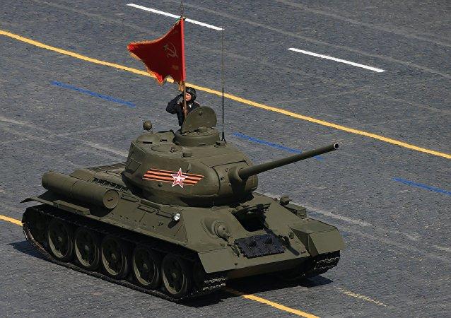 Tank T-34 na Defiladzie Zwycięstwa 9 maja 2015