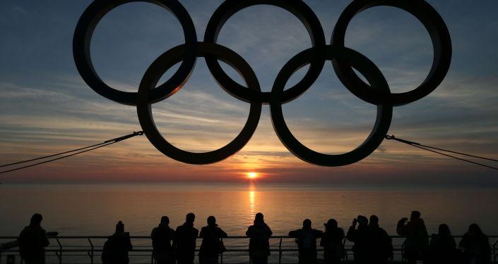 Symbol olimpijski na nabrzeżu w Soczi
