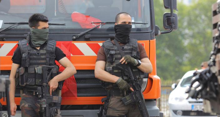 Funkcjonariusze z jednostki specjalnej tureckiej policji
