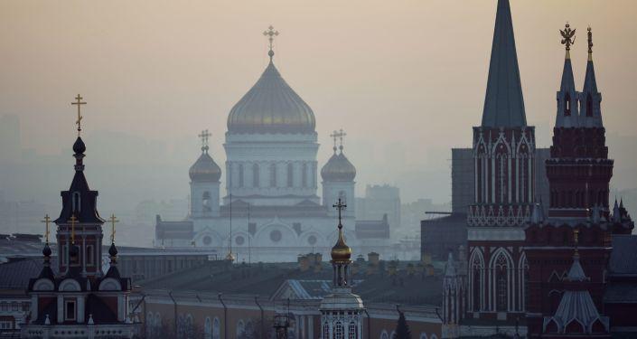 Widok na centrum Moskwy z dachu sklepu na Łubiance