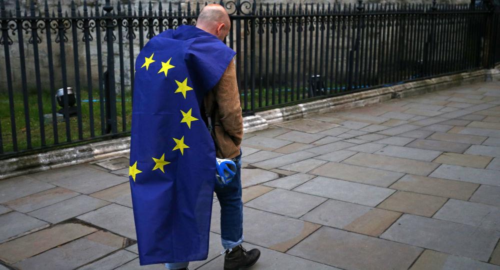 Protestujący z flagą UE, Londyn