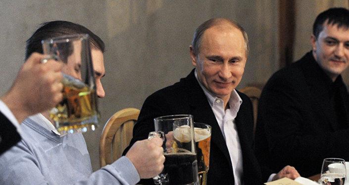Putin z piwem.