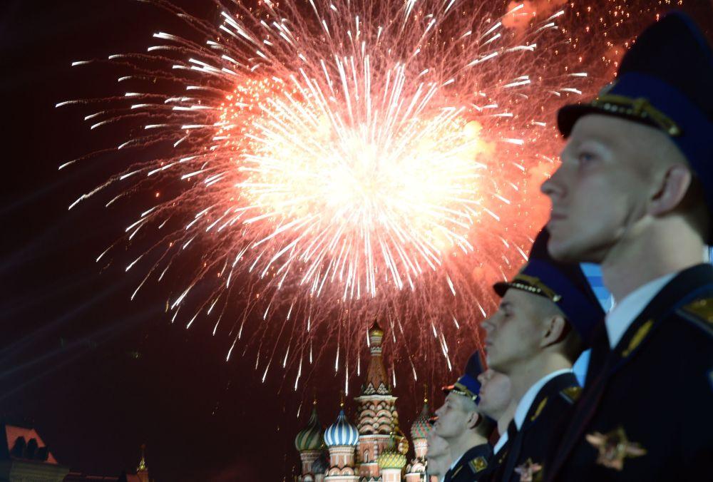 Pokaz sztucznych ogni w Moskwie, 9 maja 2015