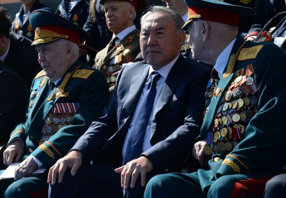 Prezydent Kazachstanu Nursułtan Nazarbajew podczas Defilady Zwycięstwa na Placu Czerwonym, 9 maja 2015