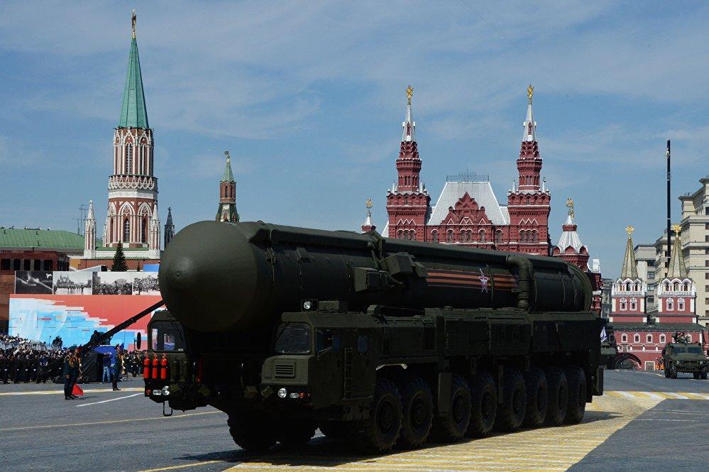"""System rakietowy """"Jars"""" na Placu Czerwonym, 9 maja 2015"""