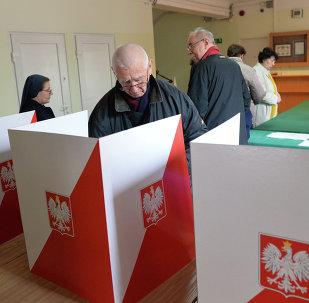 Ludzie głosujący w Warszawie w I turze wyborów prezydenckich