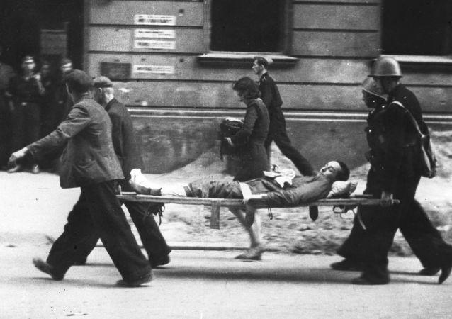 Ewakuacja rannych w czasie Powstania Warszawskiego.