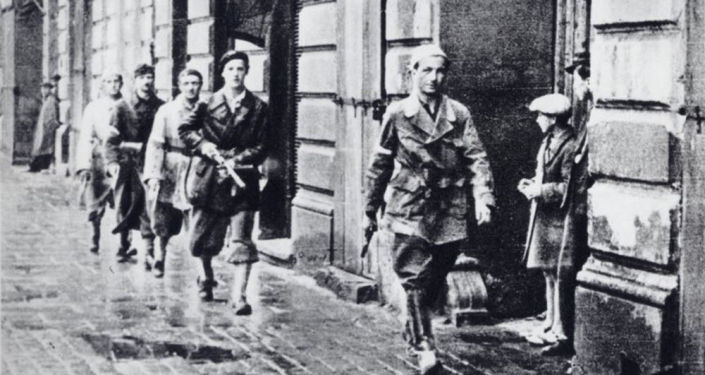 Patrol powstańczy w czasie Powstania Warszawskiego, 1944.