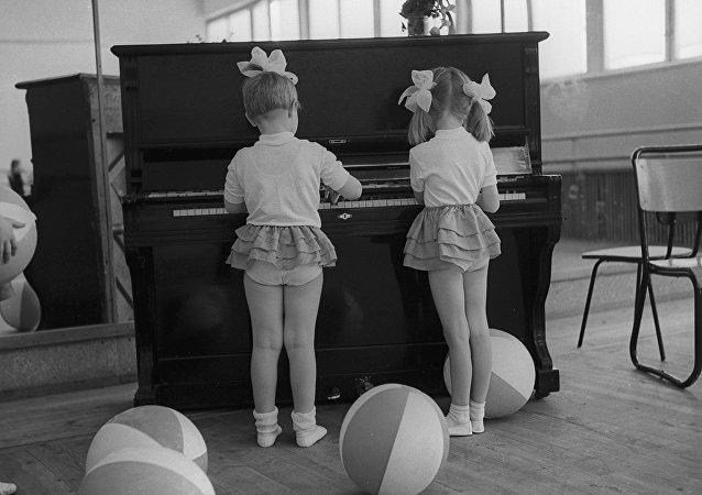 Dzieci w szkole sportowej.