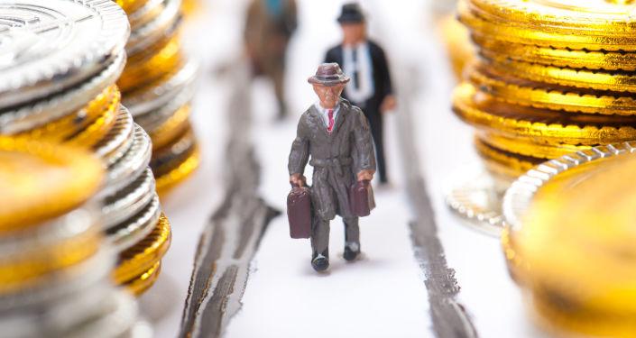 Figurki biznesmenow wśród monet