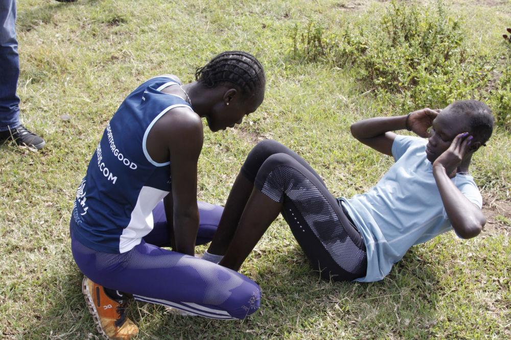 Członkowie reprezentacji olimpijskiej uchodźców  Anjelina Nadai Lohalith i Rose Nathike Lokonyen podczas treningu w Kenii, 30.06.2016.