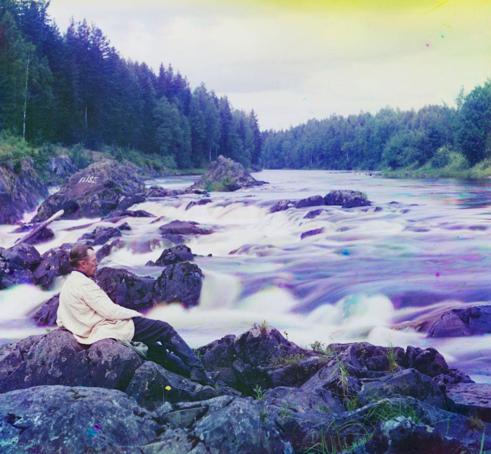 Ołoniecka gubernia. Pietrozawodski ujezd. Rzeka Suna. Etiuda u wodospadu Kiwacz. Na pierwszym planie – S.M. Prokudin-Gorskij
