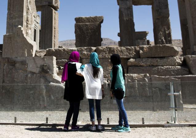 Irańskie turystki w Persepolis
