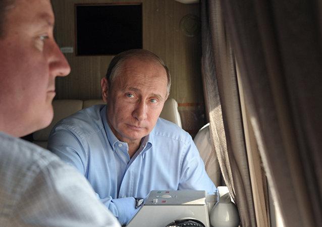Władimir Putin i David Cameron obejrzali z helikoptera kompleksy dla Igrzysk Olimpijskich (2013).