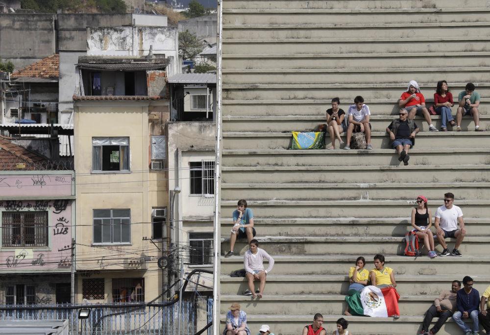 Widzowie podczas etapu eliminacyjnego w łucznictwie na Olimpiadzie 2016 w Rio de Janerio