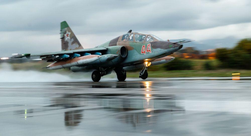 Su - 25 - radziecki / rosyjski  dwusilnikowy samolot szturmowy, silnie opancerzony i uzbrojony, przeznaczony do bezpośredniego wsparcia pola walki.