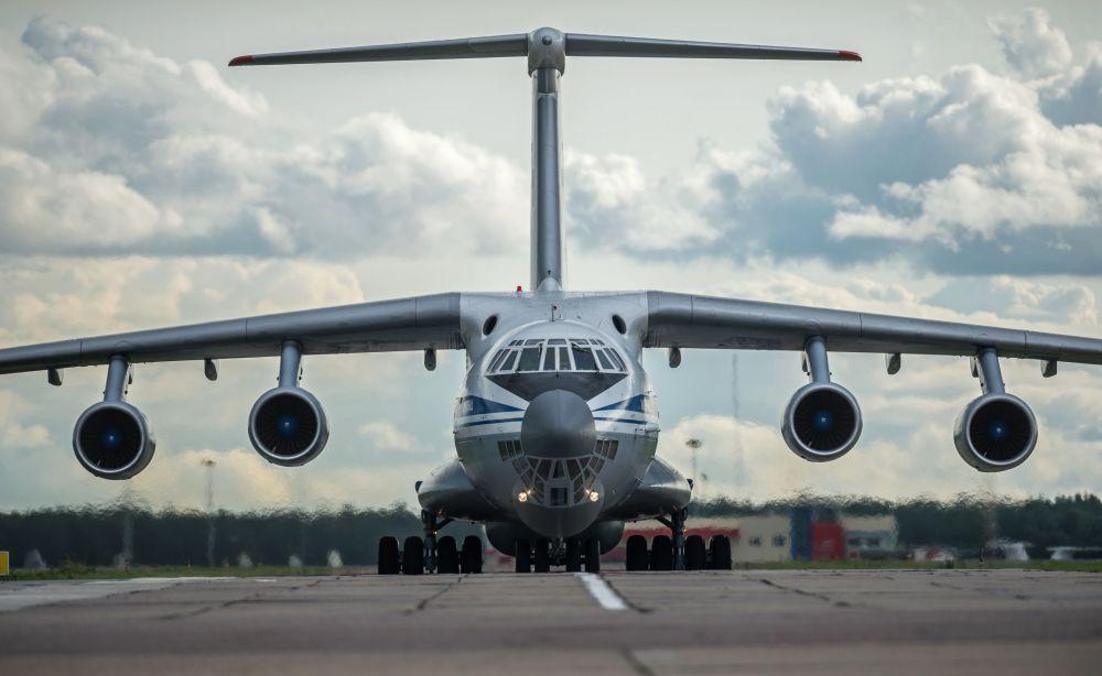 Ił-76 - 4-silnikowy odrzutowy radziecki samolot transportowy. Jest jednym z najpopularniejszych samolotów transportowych. Samoloty o nazwie MF są przedłużoną wersją wojskową, a TF - wersją cywilną.
