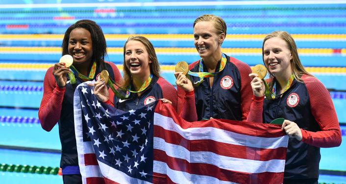 Amerykańskie pływaczki Kathleen Baker, Lilly King, Dana Vollmer i Simone Manuel