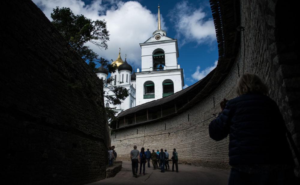 Za oficjalną datę powstania Pskowa uważa się 903 rok, kiedy miasto po raz pierwszy zostało wspomniane w roczniku.